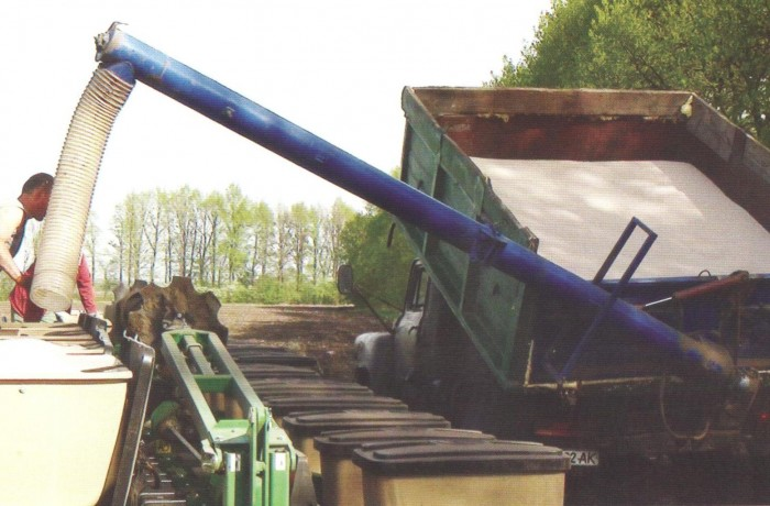 Загрузчик сеялок и разбрасывателей удобрений ЗС-30М, на ЗиЛ, ГАЗ (САЗ)
